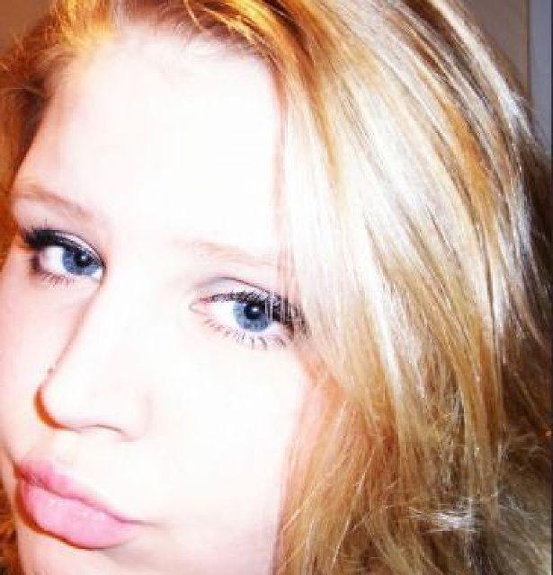 BlueEyesGirl - Blaue Augen und blond!