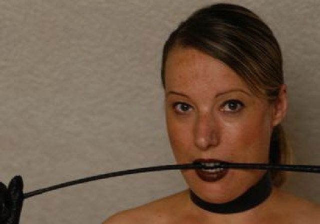 Domina44 - Dominante Frau sucht Mann, der gehorchen möchte!