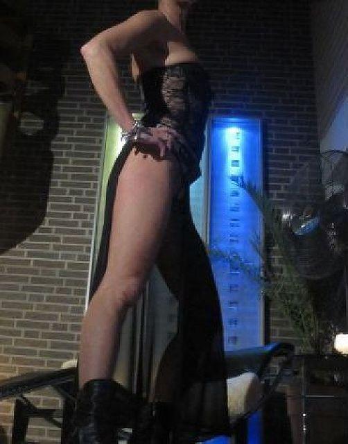 Larissa41 - Bisexuell! Lust auf 3er?