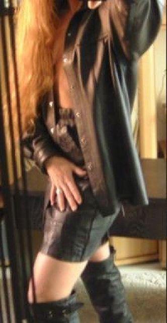 Woman44 - Rothaarige Geschäftsfrau sucht Treffen am Wochenende!